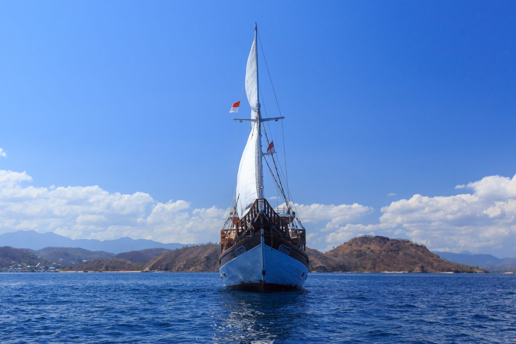 sewa kapal phinisi labuan bajo helena 4