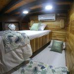 Sewa-Kapal-Navilia-Phinisi-Liveaboard-LabuanBajo-kamar-cabin